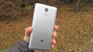 Zadní strana (Xiaomi Redmi Note 3)