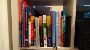 Knihy v interierů foceno telefonem Lenovo Moto G4