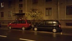 Noční fotka aut Lenovo K5 Note
