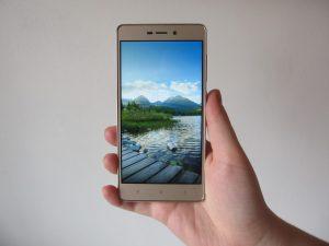 Přední strana (Xiaomi Redmi 3S)