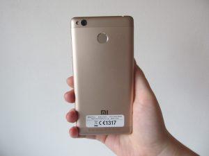 Zadní strana (Xiaomi Redmi 3S)