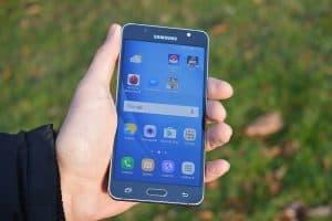 Přední strana (Samsung Galaxy J5)