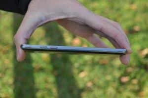 Pravý bok (Samsung Galaxy J5)