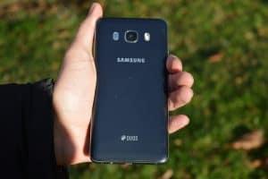 Zadní strana (Samsung Galaxy J5)