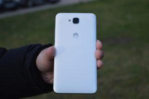 Zadní strana (Huawei Y6 Pro)