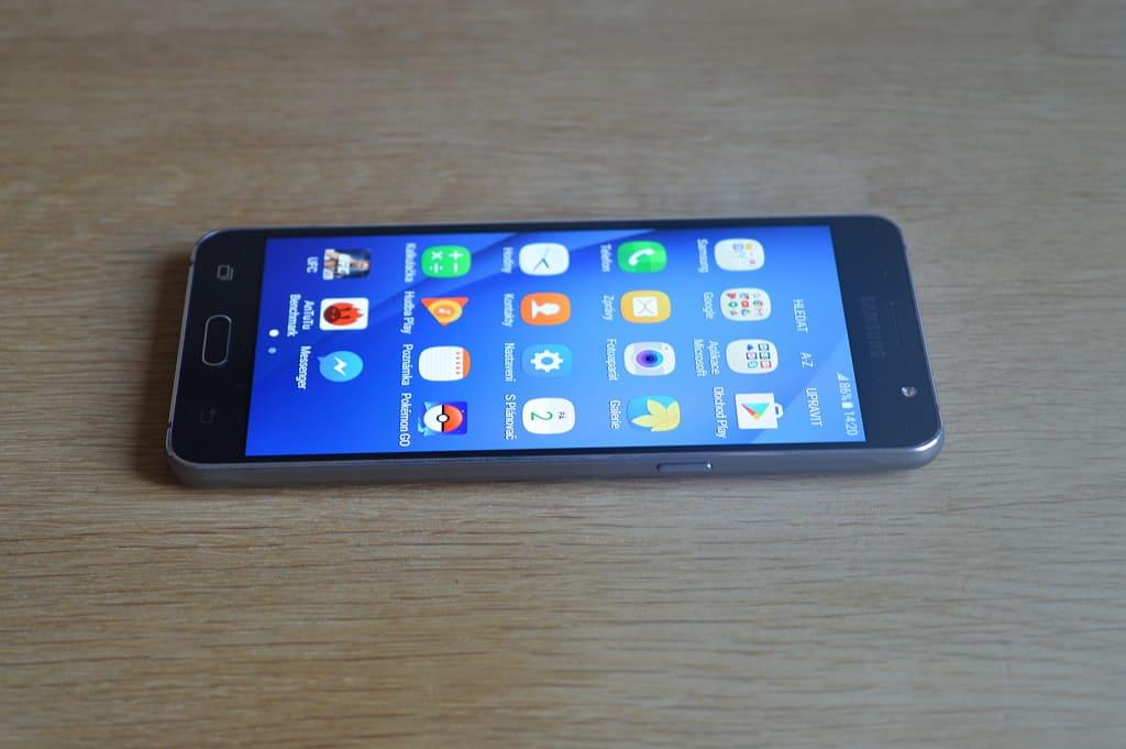 Displej (Samsung Galaxy J5)
