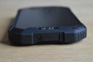 iGet Blackview BV6000 spodní strana