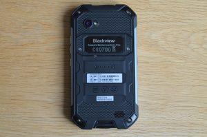 iGet Blackview BV6000 zadní strana