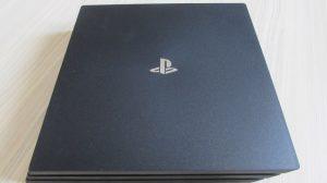 PS4 Pro - horní pohled