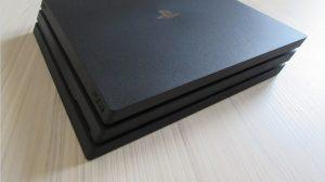 PS4 Pro - pohled ze strany