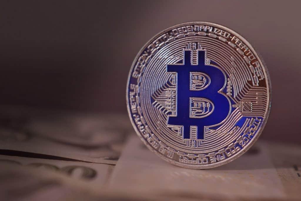 bitcoin-2868704_960_720