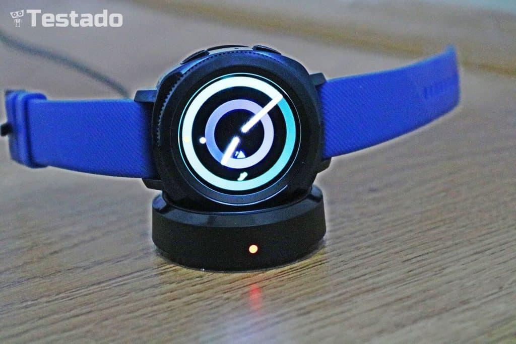 Samsung Gear Sport - nabíjení