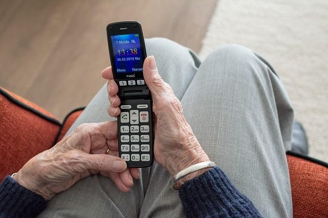 nejlepší mobil pro starší osoby