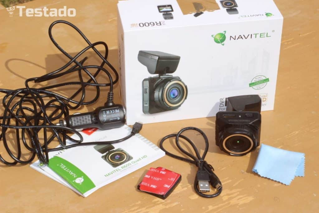 Recenze autokamery Navitel R600 Quad HD - obsah balení