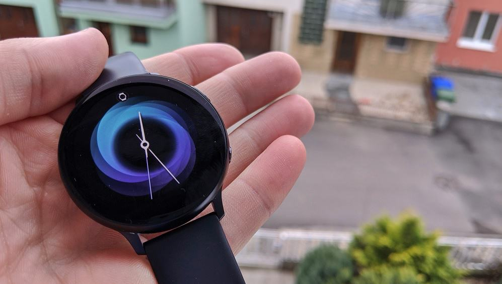 Recenze chytrých hodinek Samsung Galaxy Watch Active 2