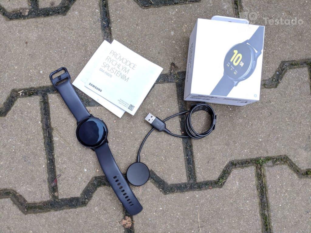 Recenze chytrých hodinek Samsung Galaxy Watch Active 2 - obsah balení