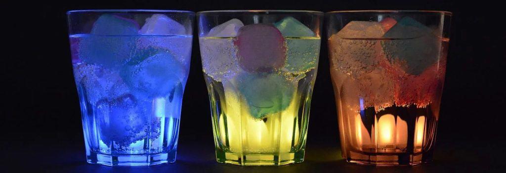 Led vyrobený ledovačem v nápojích