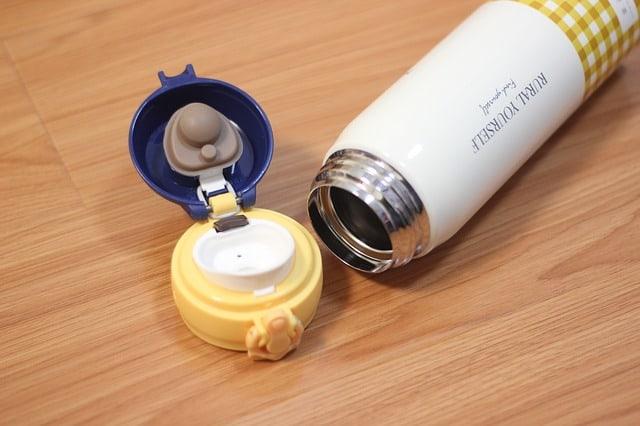 Praktické tipy před nákupem termosky a termohrnku