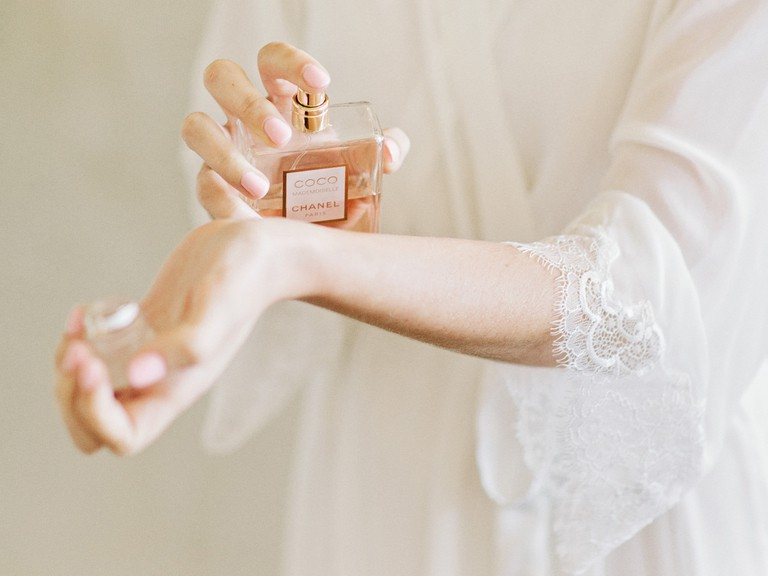 jak nanášet parfém