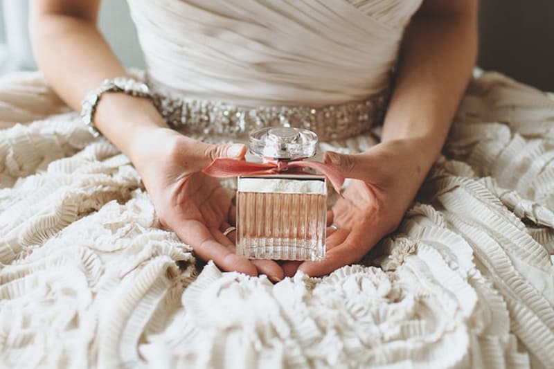 jak používat parfém