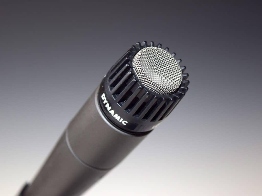 dynamický mikrofon nebo kondenzátorový
