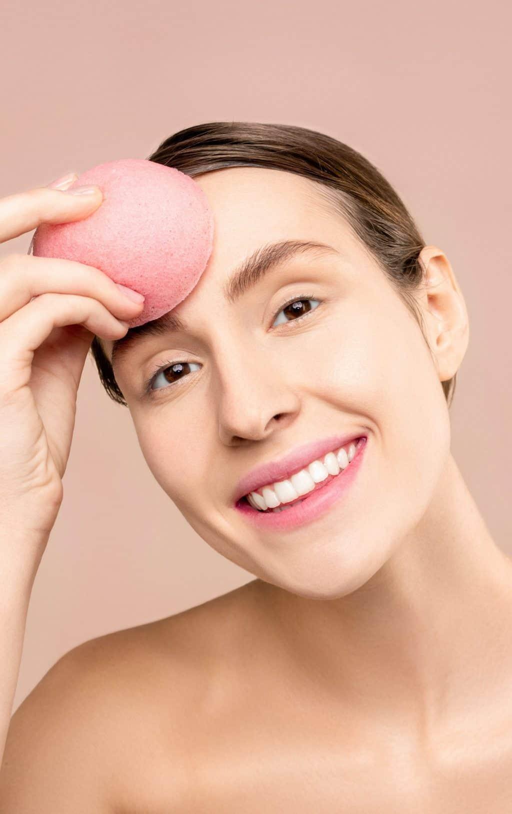 nanášení makeupu blenderem