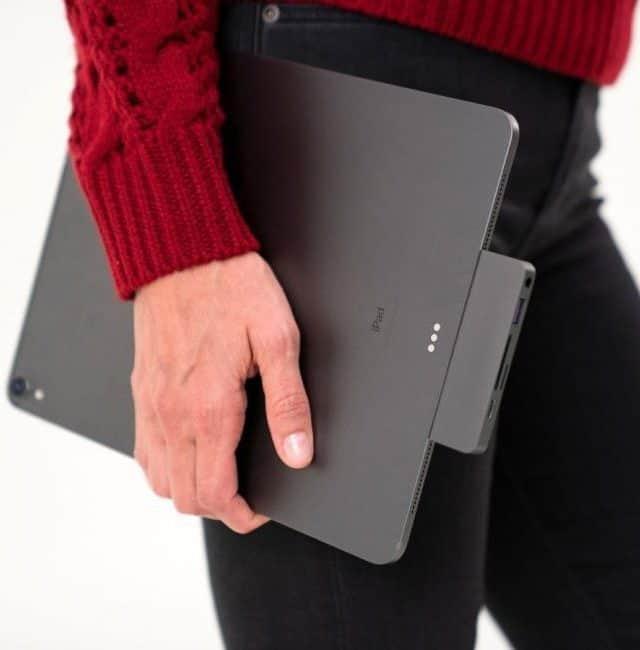 USB hub připojený přímo k notebooku
