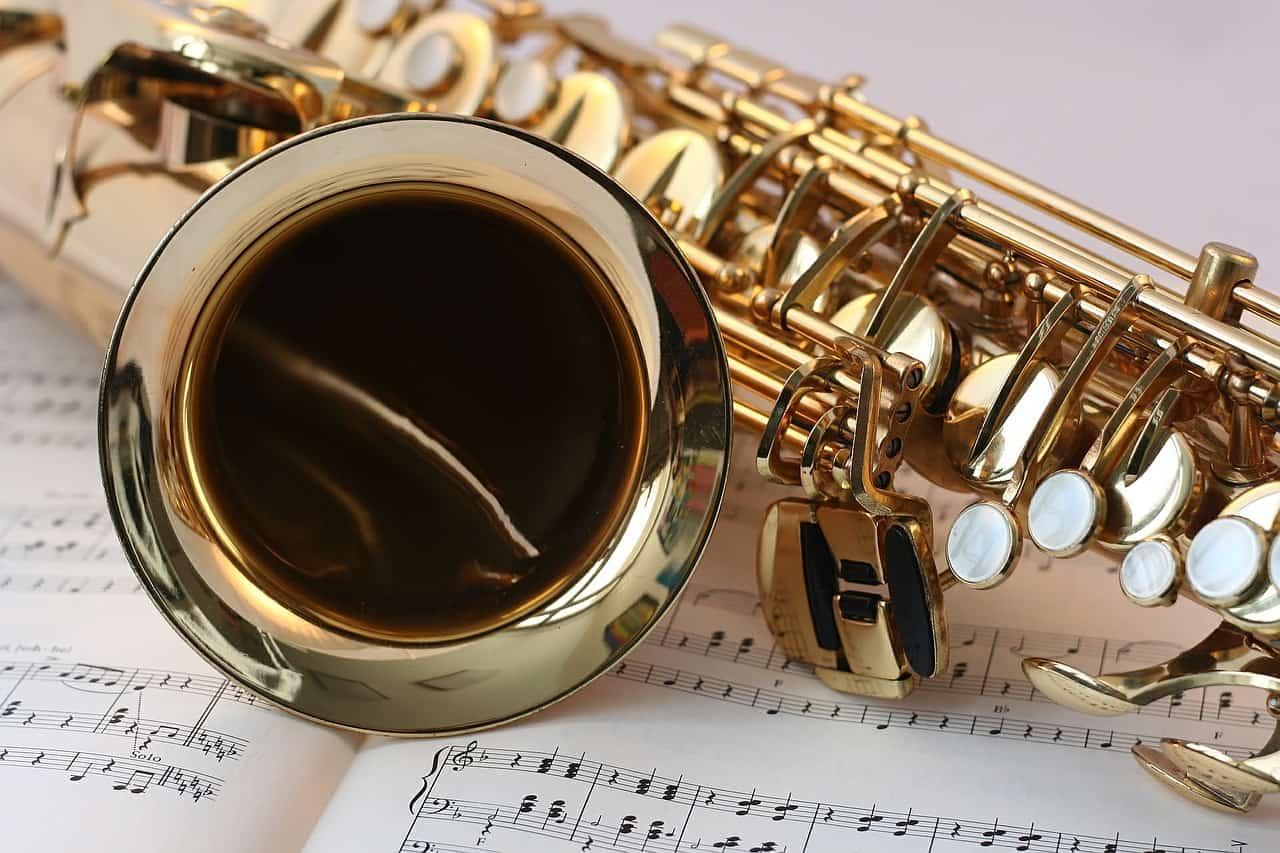 materiál saxofon