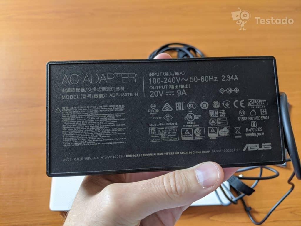 Recenze Asus GA401IU-HE021T - nabíjecí adaptér