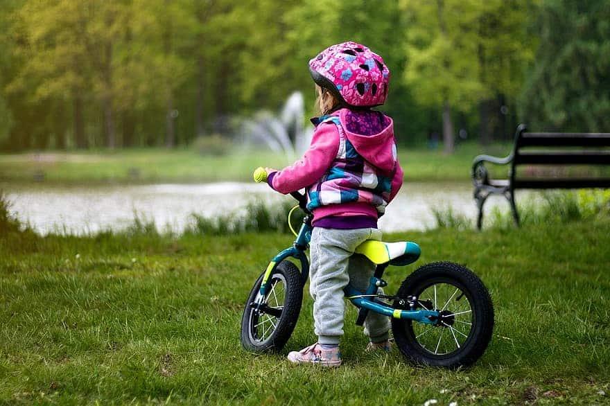 jak vybrat helmu na kolo pro dítě