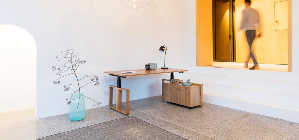 Výškově nastavitelný stůl Modesk