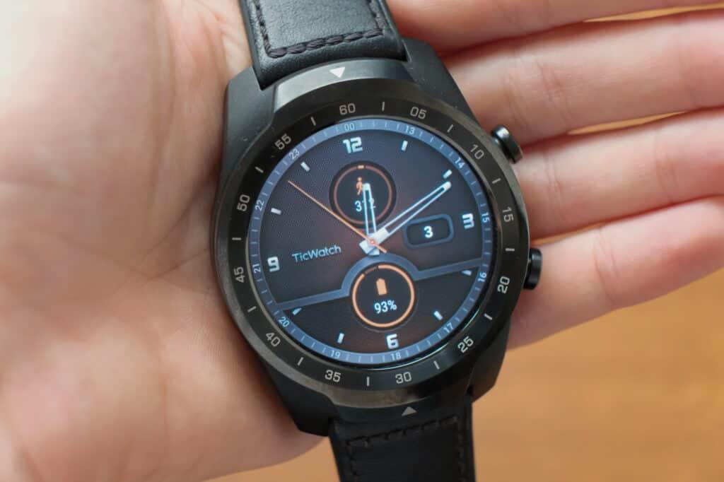 hlavní displej hodinek TicWatch 2020