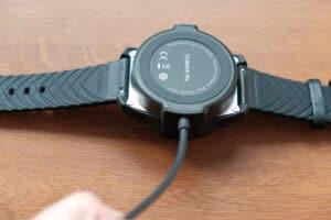 dobíjení hodinek TicWatch 2020