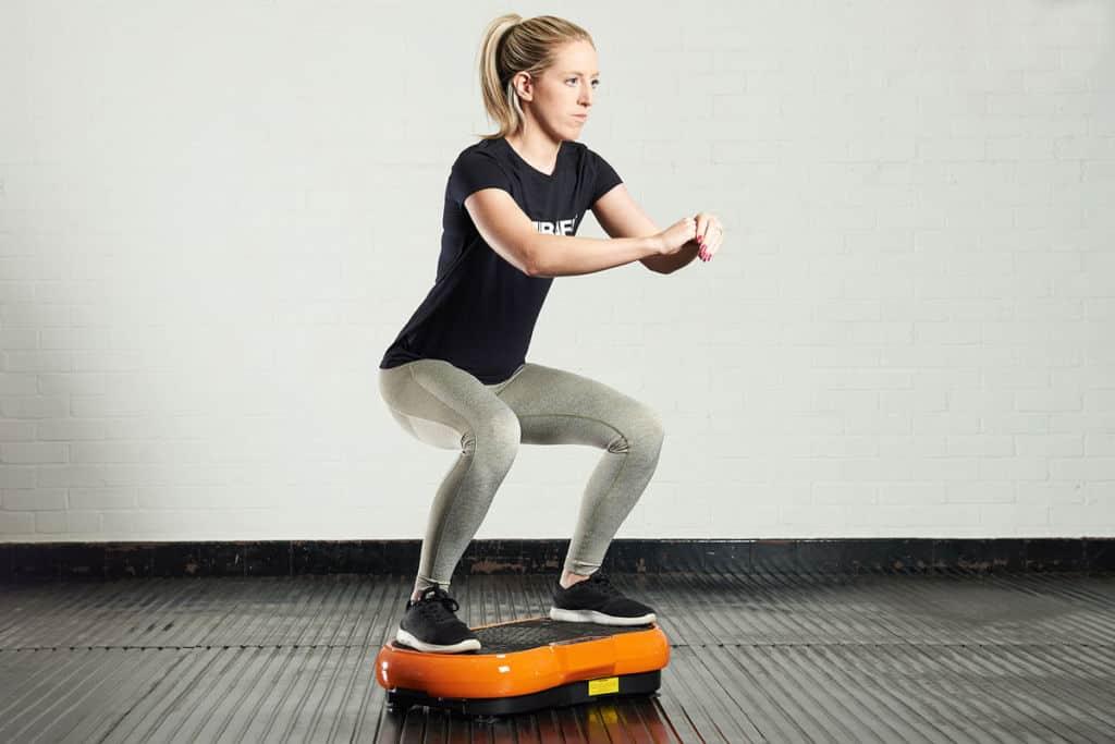 jak cvičit na vibrační podložce