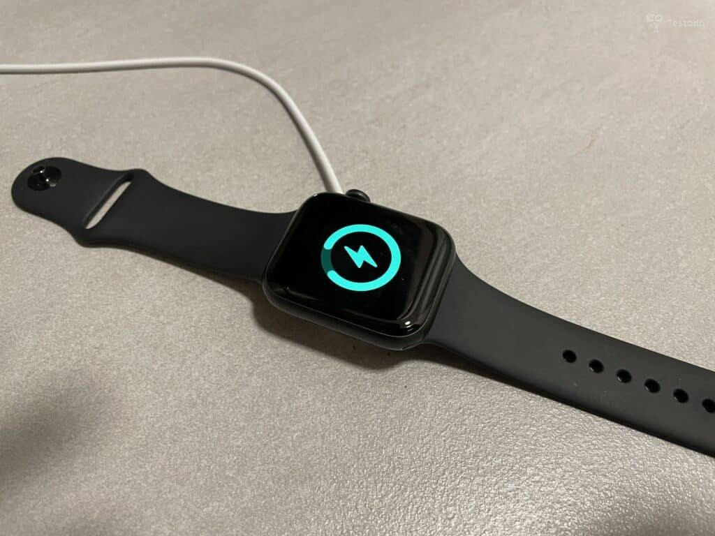 recenze Apple Watch Series 6 nabíjení