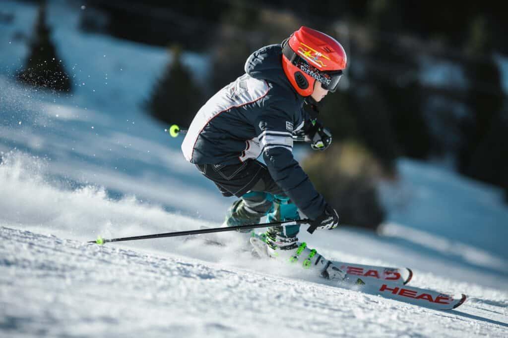 kde musím mít lyžařskou helmu