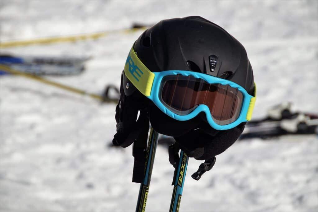 hmotnost snowboardové helmy
