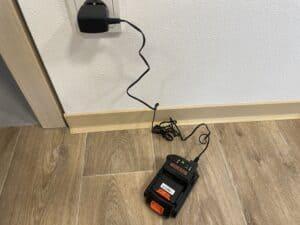 test tyčového vysavače Black & Decker BHFEV182CP nabíjení