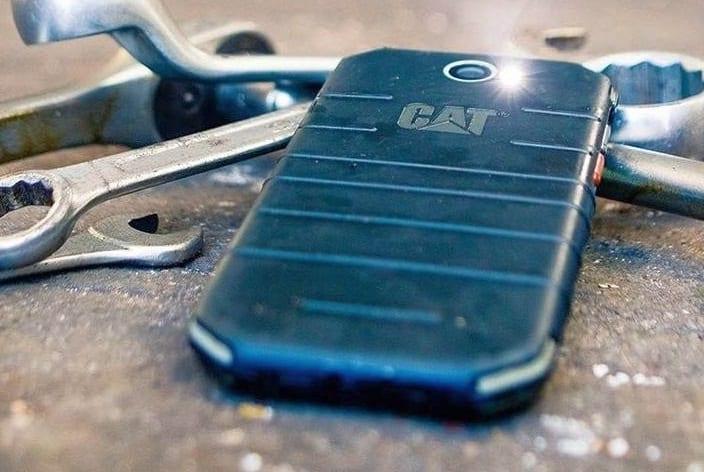 CAT S31 kvalitní levný odolný smartphone