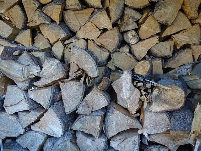 jaké dřevo budu štípat – štípače na dřevo