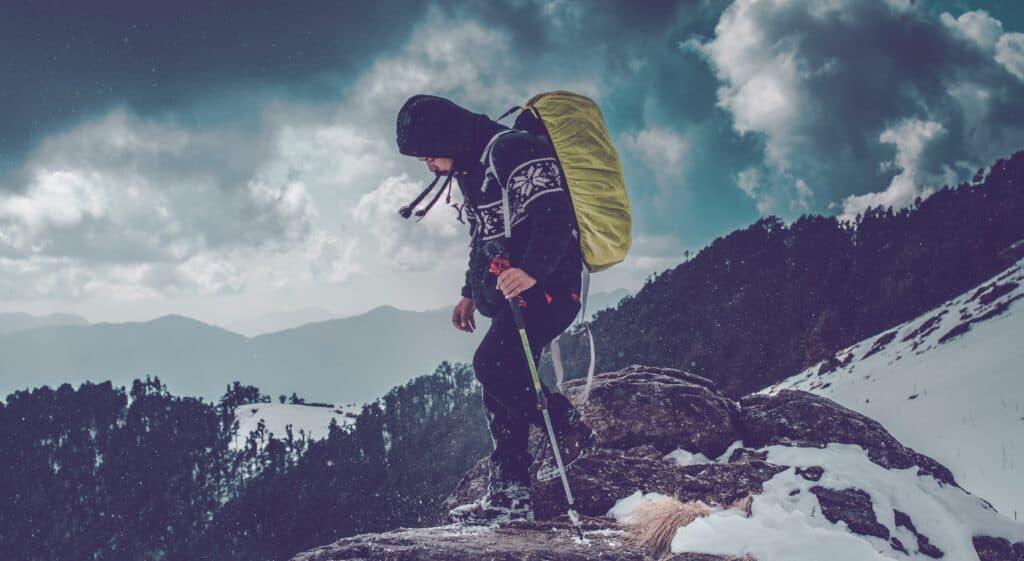 horský výšlap s turistickými holemi