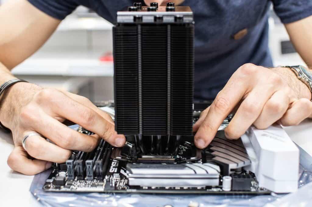 Jaký zvolit socket? Boj mezi Intelem a AMD