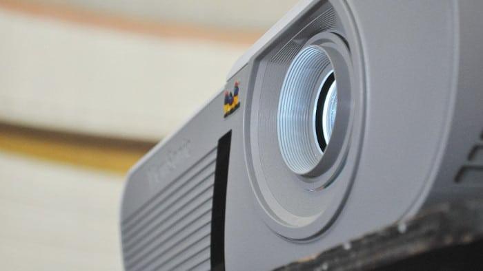 Jak připojit mini projektor