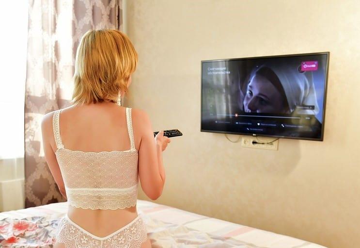 Televize v ložnici tipy - jak vybrat malou TV