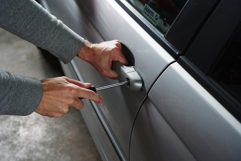Zlodej krade vůz - recenze autoalarmů GSM