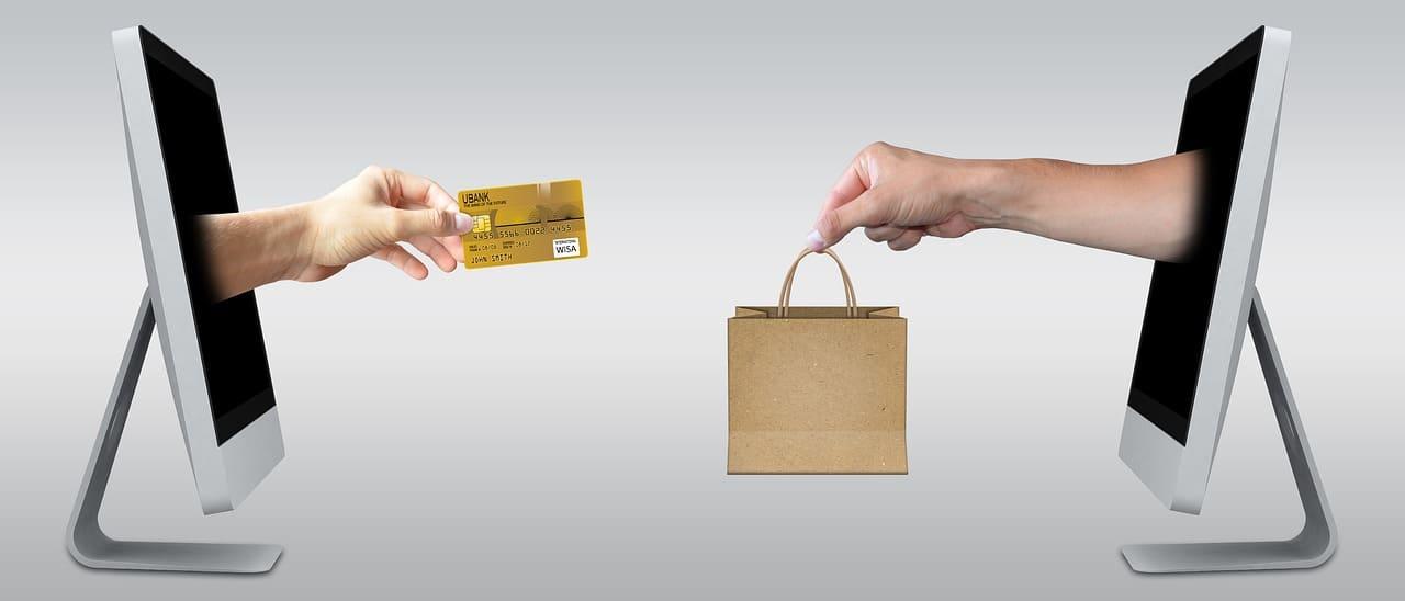 Platba kartou na zahraničním e-shopu výhodněji