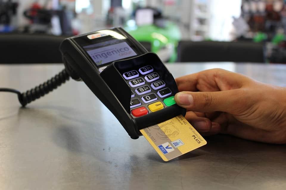 Platba kartou v zahraničí výhodněji - srovnání směnáren