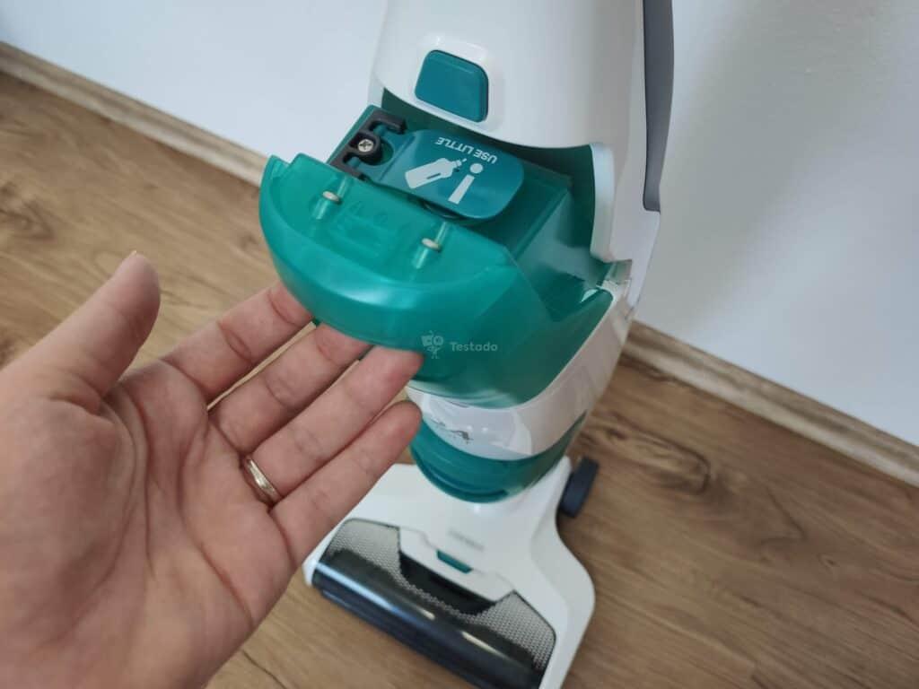 Recenze vysavače a mopu Leifheit Regulus Aqua PowerVac - ovládání